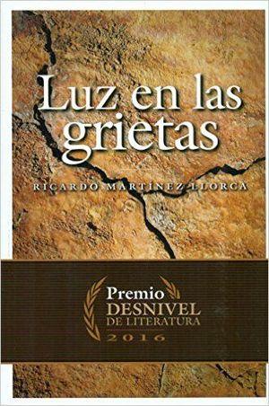 LUZ EN LAS GRIETAS (PREMIO DESNIVEL LITERATURA 2016) *